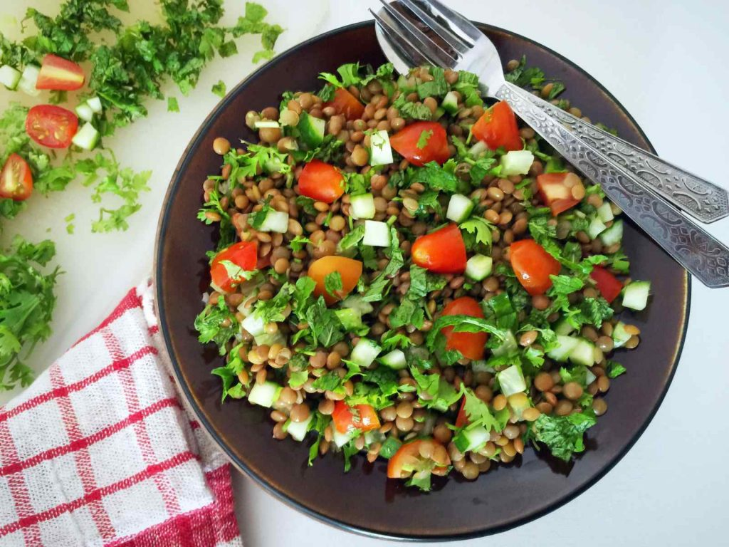tabbouleh with lentils and lemon juice: a perfect summer salad