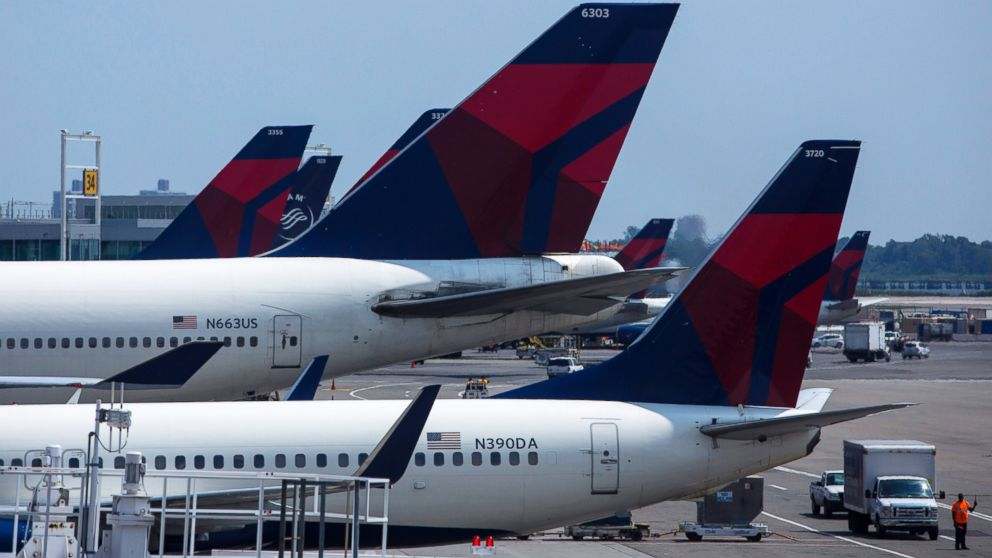Delta will pay flyers up to $10,000 to give up seats on overbooked flights
