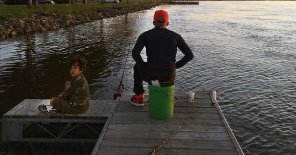 Photo shows a father and his 6-year-old son fishing – minutes later, dad dies a hero