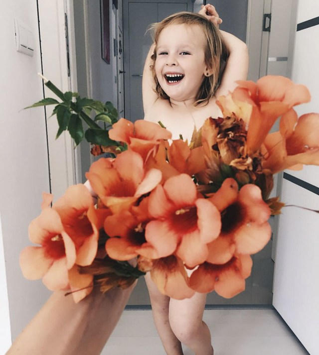 "Mom ""Dresses"" Her Daughter In Food And Flowers, Becomes Internet Star (PHOTOS)"