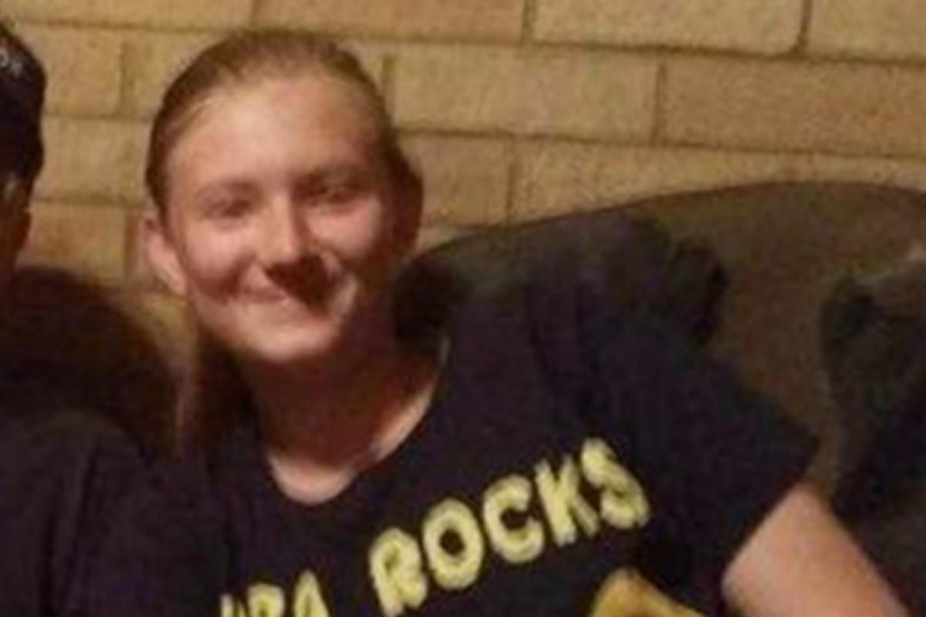 Texas teen dies after using cellphone in the bath