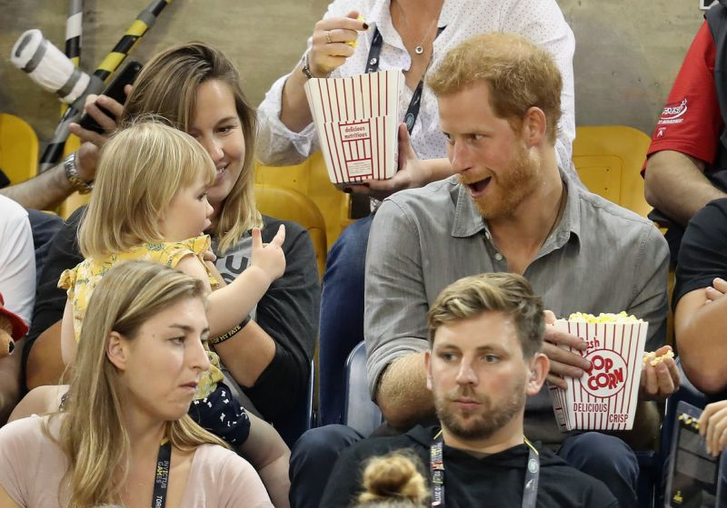 Little Girl STEALS Prince Harry's Popcorn At Invictus Games (VIDEO)