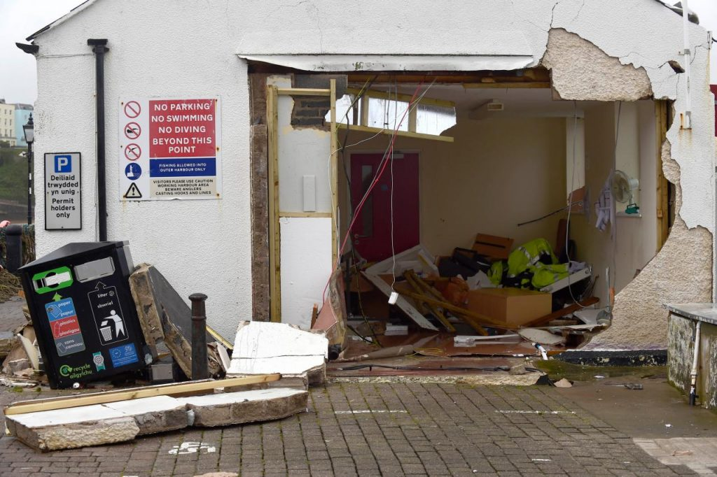 Storm Brian clobbers Ireland and British coastal towns, buildings damaged