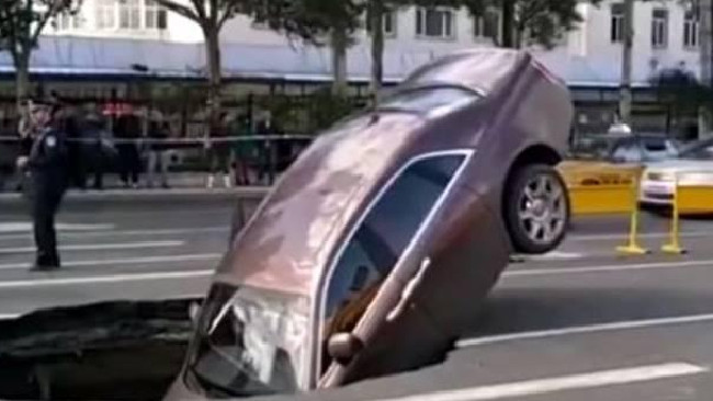 Man left angry after $959,000 luxury Rolls-Royce plunges into sinkhole