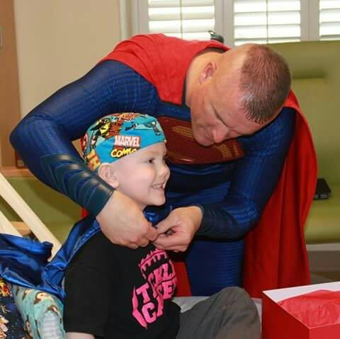 Texas police officer  dresses up as Superheroes and Visits Kids With Cancer All Over The Country