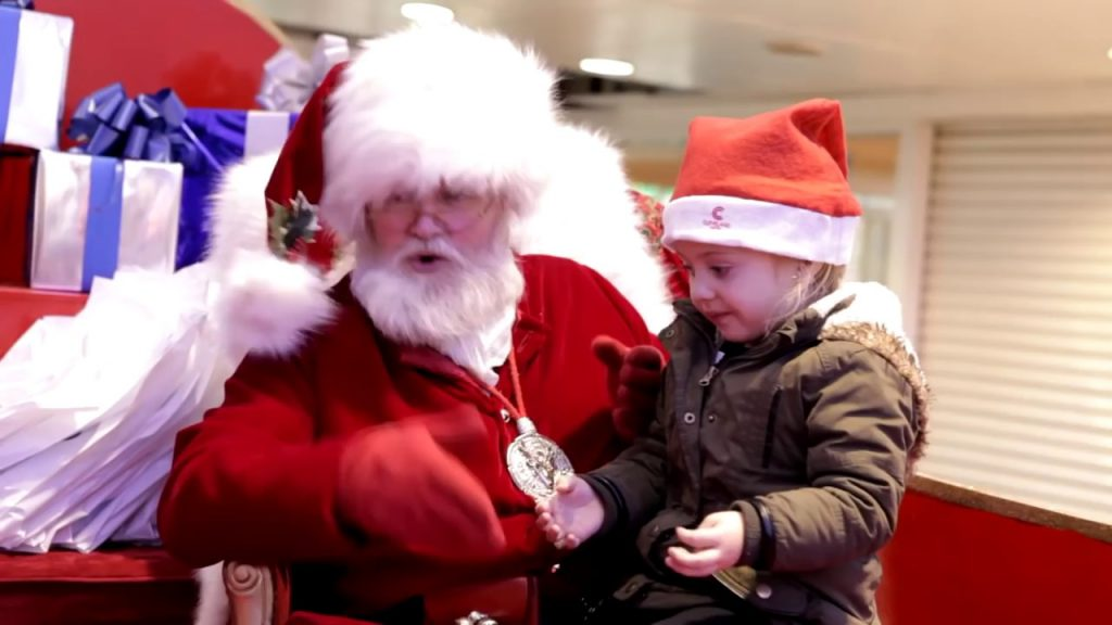 WATCH: This Santa has the best reaction to finding out this little girl is deaf