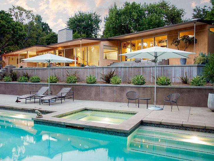 Comedic actress Kristen Wiig Buys Historic Mid-Century House for $2.96 Million