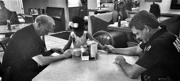 Little girl Interrupts Officers' Meal To Ask, 'May I Pray For You?'