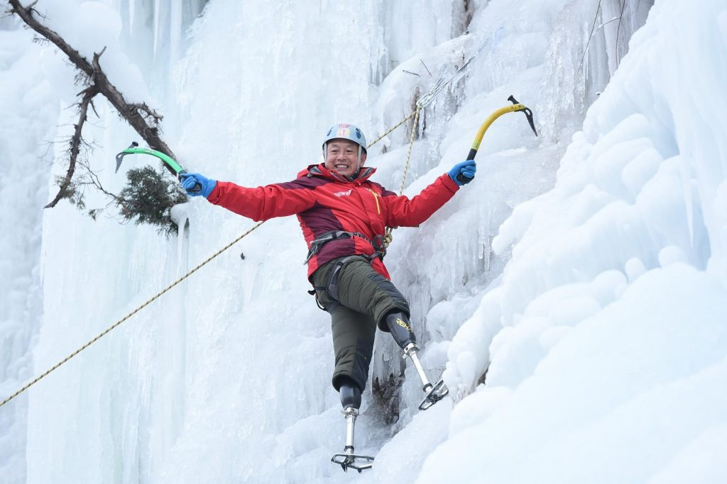 Chinese double amputee climber summits Everest after losing feet in first attempt