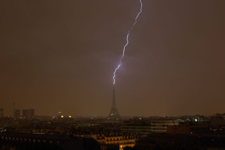 Photographer captures electrifying moment the Eiffel Tower struck by lightning