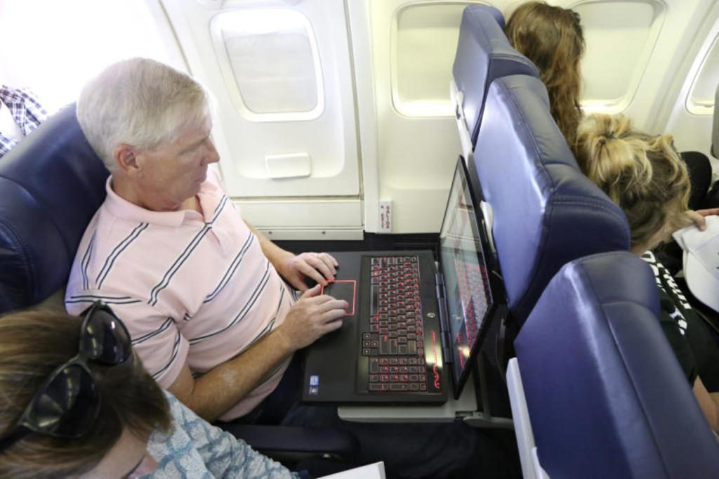 Your laptop battery could cause a fire on a plane, study says