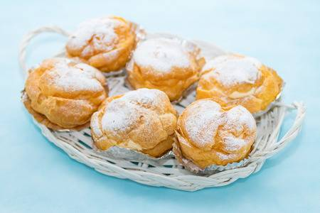 THESE ARE THE BEST CREAM PUFFS AND YOU WON'T BELIEVE HOW CRAZY SIMPLE THEY ARE TO MAKE