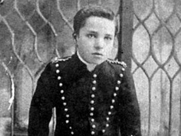 Rarely Seen Childhood Photos of Charles Chaplin