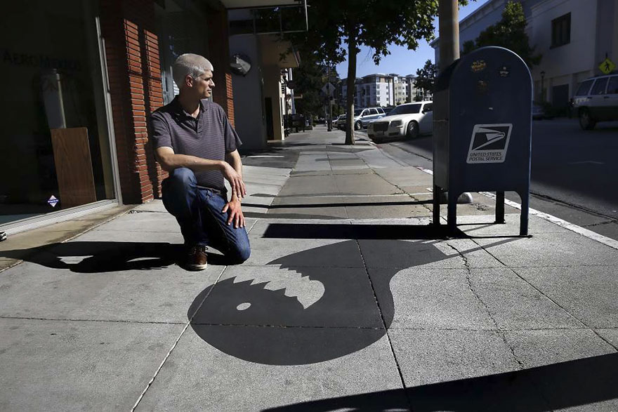 Graphic artist  Paints Fake Shadows To Confuse People