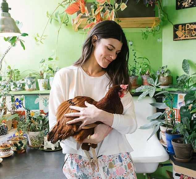 Meet NYC model who keeps a hen in her apartment with 700 plants