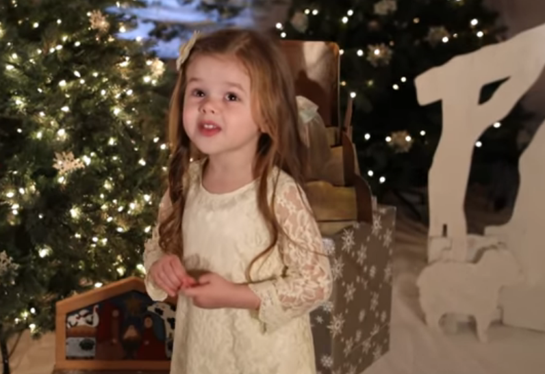 4-year-old girl  sings her favorite Christmas classic and the internet becomes enamoured
